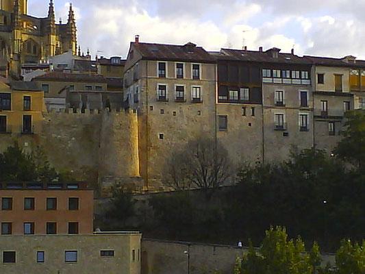 Edificaciones en la muralla segoviana