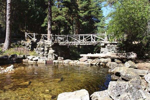 Pedraza segovia segovia un buen plan for Navafria piscinas naturales