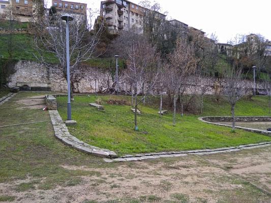 Jardín de Delibes en la muralla de Segovia, junto a la puerta de San Cebrián