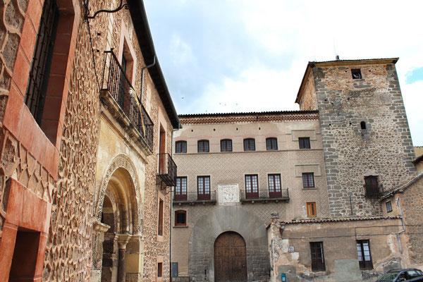 Casa del marqués de Lozoya y Casa de las Cadenas