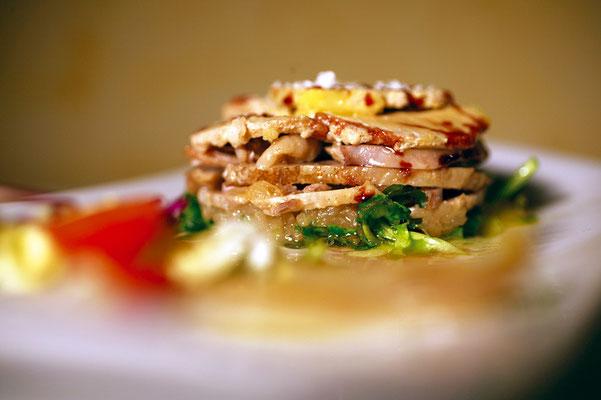 Ensalada de gallo escabechado con foie fresco de pato y caramelo de P.X.