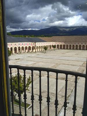 Vista de Palacio con sierra de Guadarrama al fondo