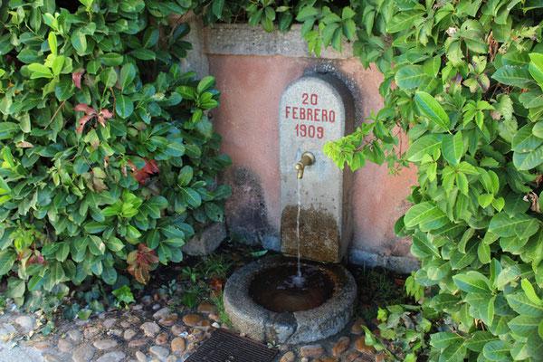 Fuente junto al inicio del puente de La Castellana
