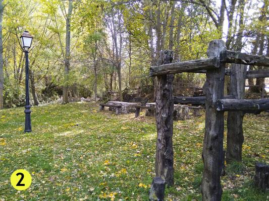 Parque junto a la iglesia y antes de atravesar el puente