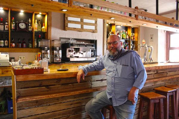 Pablo nos recibe en su restaurante Tío Pepe (El Argentino de Valsaín)