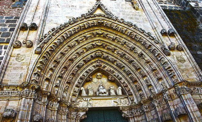 Portada de la Iglesia y convento de la Soterraña en Santa María la Real de Nieva (Segovia)