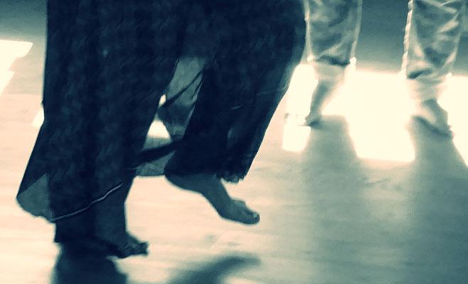 Bei einem Burnout hilft tanzen wieder Boden unter die Füße zu bekommen