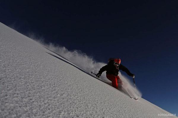 Gudauri: Abfahrt vom Mount Kubedi (Aufstieg vom Ende der Bergstation ca 100Hm)