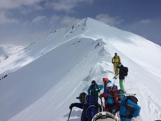 Gudauri: Am Gipfelgrat des Mount Bidara