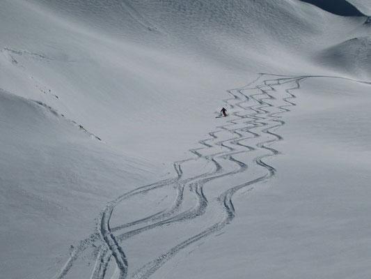Gudauri: Abfahrt vom Mount Sadzele Richtung Norden