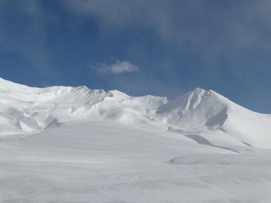 Gudauri: Blick auf den Mount Bidara westliche Abfahrtsvariante