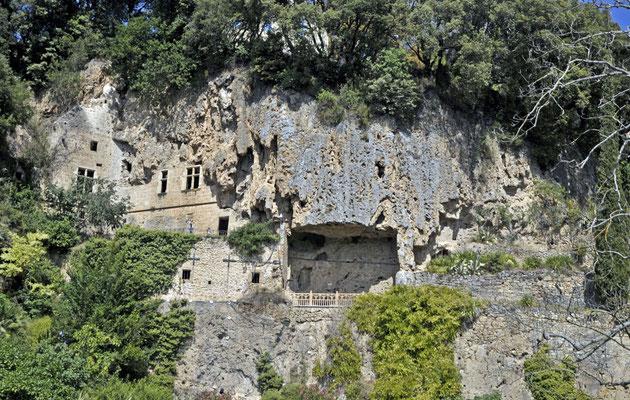 les grottes fortifiées