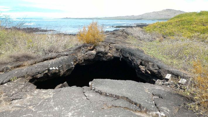 TUNNEL DE LAVE DEL ESTERO ISABELA GALAPAGOS EQUATEUR