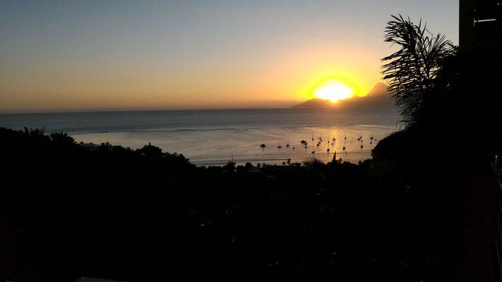 COUCHER DE SOLEIL SUR MOOREA ROUTE SUD-OUEST  SUR ILE DE TAHITI