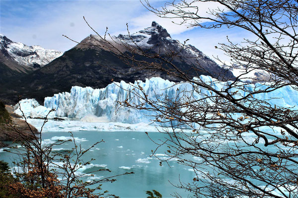LES EFFETS DE LA CHUTE DE BLOCS DE GLACE DU PERITO MORENO DANS LE LAC ARGENTINO AU PARC NATIONAL LOS GLACIARES