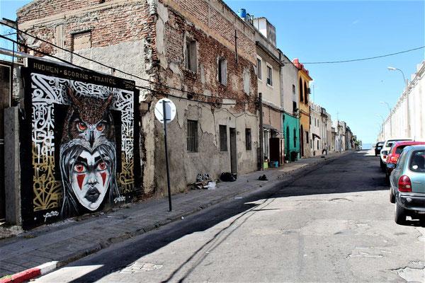 FRESQUE DANS UNE RUE PRES DE L'AVENUE GONZALO RAMIREZ A MONTEVIDEO URUGUAY