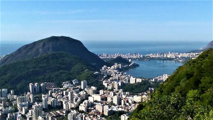 LE QUARTIER IPANEMA LEBLON ET LA LAGUNE AU SUD DE LA COLLINE MIRANTE DONA MARTA A RIO DE JANEIRO BRESIL