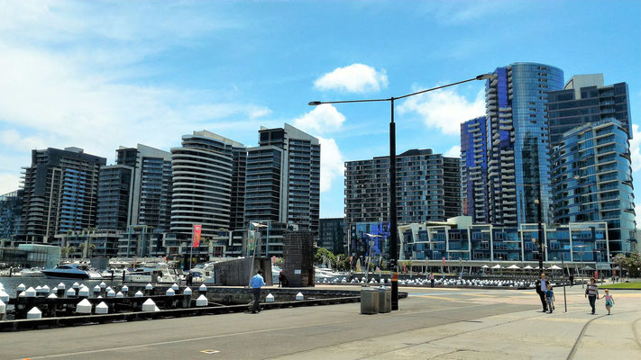 VICTORIA HARBOUR ET WATERFRONT CITY QUARTIER DE DOCKLANDS MELBOURNE AUSTRALIE