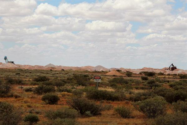 DES MINES D'OPALE AU NORD DE COOBER PEDY SOUTH AUSTRALIA AUSTRALIE