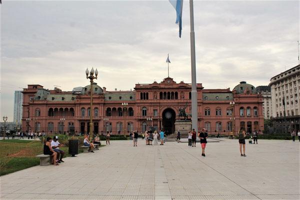LA MAISON ROSE PRESIDENTIELLE SUR LA PLACE DE MAYO A BUENOS AIRES ARGENTINE