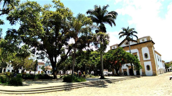 L'EGLISE DE MATRICE DE NOSSA SENHORA DOS REMEDIOS ET SA PLACE AU CENTRE HISTORIQUE PARATY BRESIL