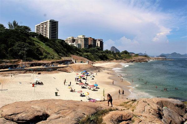 DEPUIS LES ROCHERS D'ARPOADOR A LA PLAGE DU DIABLE PRES DELA PLAGE IPANEMA A RIO DE JANEIRO BRESIL