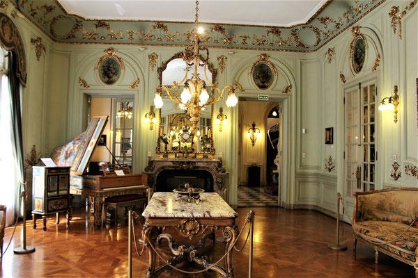 LE HALL DU PALACE TARANCO MUSEE DES ARTS DECORATIFS A MONTEVIDEO