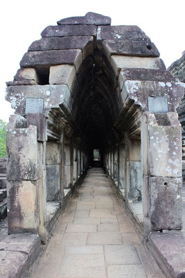 ASSEMBLAGE D'UNE VOUTE AU TEMPLE BAYON ANGKOR THOM AUX TEMPLES D'ANGKOR CAMBODGE