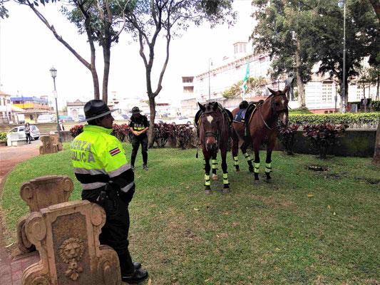 POLICIERS AU PARC MORAZAN A SAN JOSE COSTA RICA