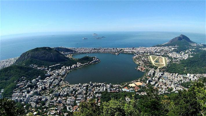 LA LAGUNE LES QUARTIERS D'IPANEMA ET LEBLON VUE DU CORCOVADO A RIO DE JANEIRO BRESIL