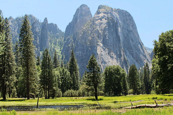 LA VALLEE ET LES CATHEDRALES ROCKS ET SPIRES YOSEMITE NP CALIFORNIE