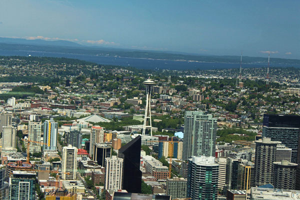 VUE DU SKY VIEW OBSERVATORY LE NORD DE SEATTLE AVEC SPACE NEEDLE (ETAT DE WASHINGTON)