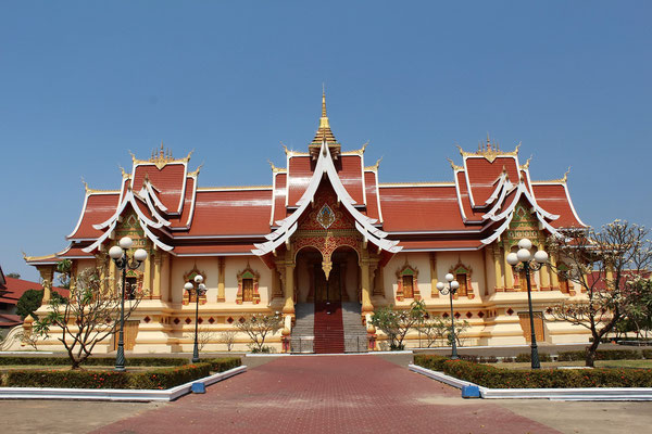 LE GRAND TEMPLE PRES DU THAT LUANG A VIENTIANE AU LAOS