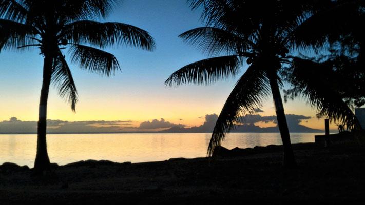 COUCHER DE SOLEIL SUR MOOREA PK 18 ROUTE SUD ET OUEST TAHITI