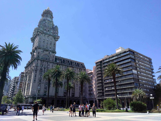 LE PALACIO SALVO ET LA PLACE DE L'INDEPENDANCE A MONTEVIDEO URUGUAY