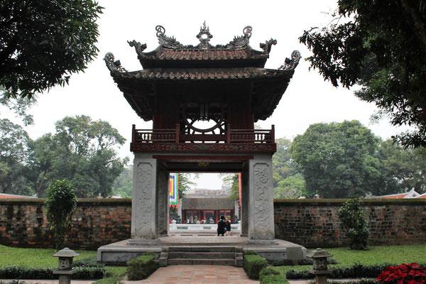 AU MUSEE DE LA LITTERATURE A HANOI VIET NAM