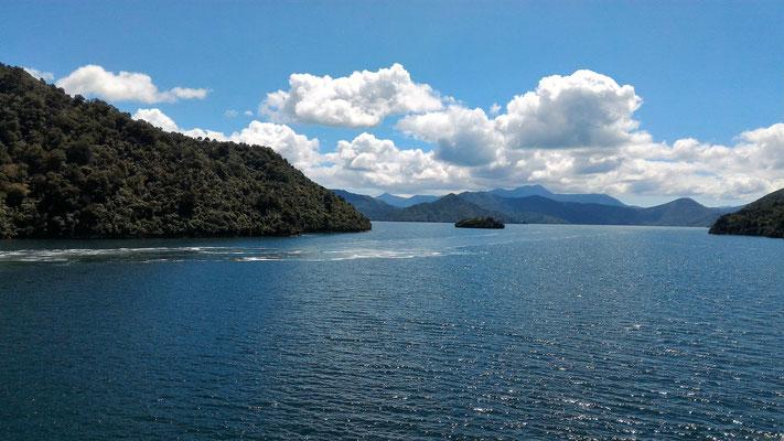 BAIE DE PICTON ILE DU SUD DEPUIS LE FERRY NZ