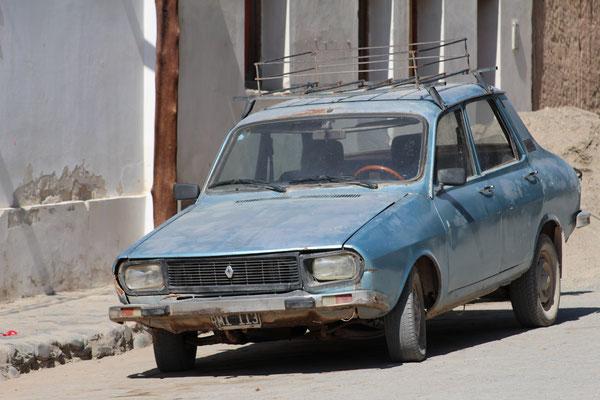 UNE DES NOMBREUSES RENAULT 12 VILLAGE DE CACHI SUR LA ROUTE SUD SALTA ARGENTINE