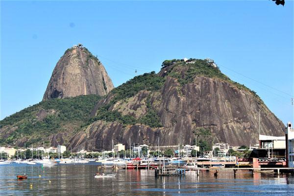 LE PAIN DE SUCRE DEPUIS LA PLAGE DE BOTAFOGO A RIO DE JANEIRO BRESIL