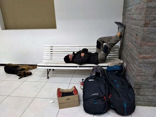 L'ATTENTE DE 4 HEURES 30 A EL CALAFATE DU BUS POUR USHUAIA PATAGONIE ARGENTINE