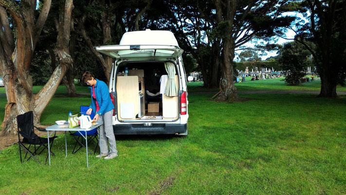 PETIT DEJEUNER AU CAMPING A ASHHURST NOS VOISINS SONT TRES SILENCIEUX ILE DU NORD NZ