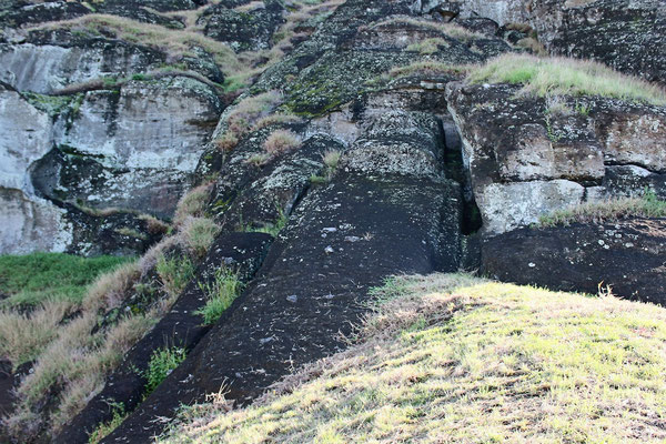 MOIA NON ACHEVES 20 M 180 TONNES CARRIERE DE MOIA DE RONA RARAKU ILE DE PAQUES CHILI