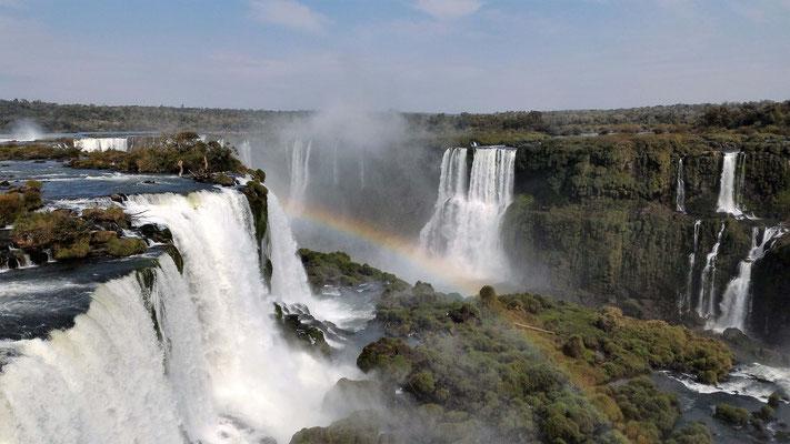 VUE DE LA TOUR CHUTES IGUAZU BRESIL