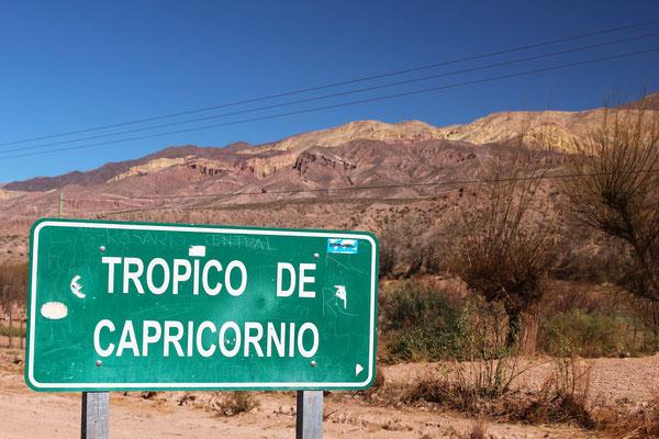 LIGNE DU TROPIQUE DU CAPRICORNE AU SUD DE HUMAHUACA SUR ROUTE NORD SALTA ARGENTINE