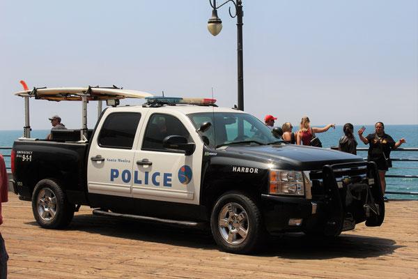 VEHICULE DE POLICE SUR LA JETEE A SANTA MONICA LOS ANGELES CALOFORNIE