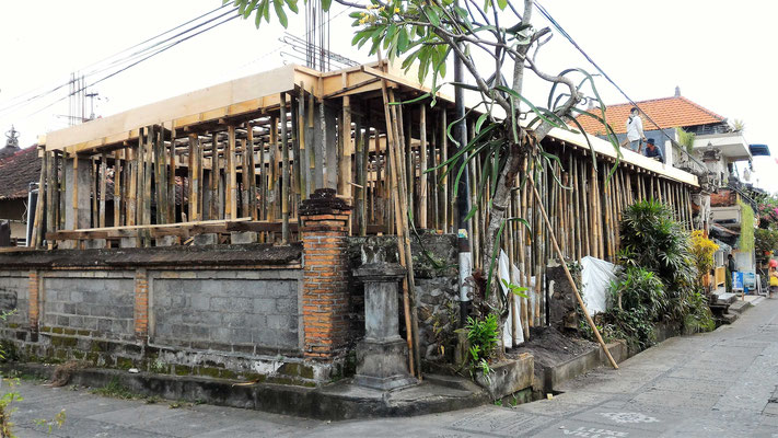 MAISON EN CONSTRUCTION AVANT DE COULER LA DALLE UBUD BALI
