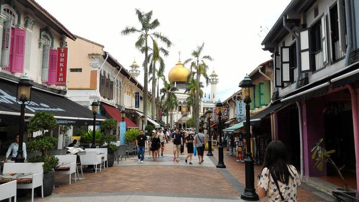 RUE ET MOSQUEE MASJID SULTAN DANS LE QUARTIERS MALAIS A SINGAPOUR