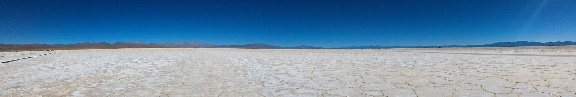 LES SALINES GRANDES SUR UN PLATEAU ENTRE 3400 ET 3700M SUR ROUTE NORD SALTA ARGENTINE