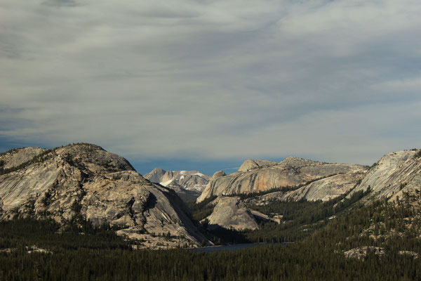 DEPUIS LE OLMSTED POINT SUR LA TIOGA ROAD YOSEMITE NP CALIFORNIE