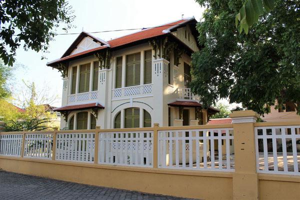 UNE MAISON COLONIALE A PHNOM PHEN AU CAMBODGE